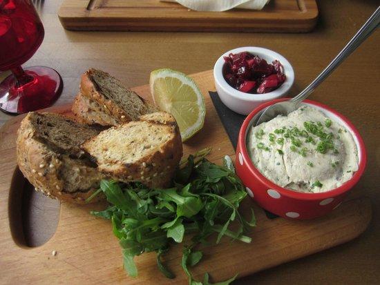 Deano's Graze & Grill: grazing starter smoked mackerel pate