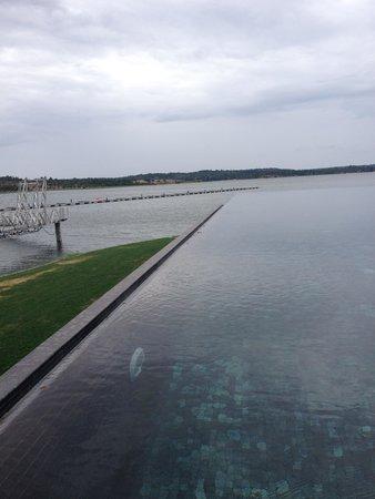 Lago Montargil & Villas: Piscina junto à barragem