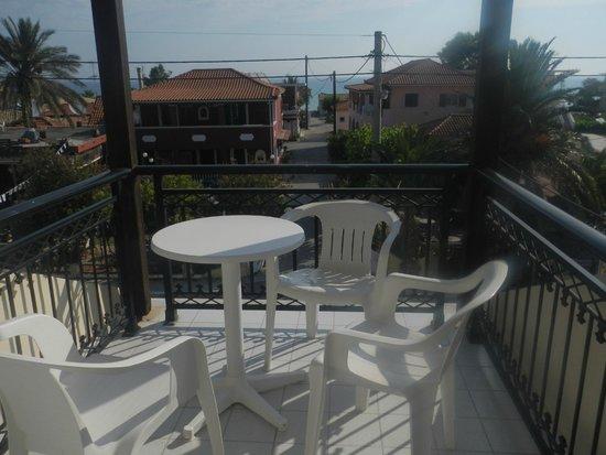 Montes Apartments & Studios: Zicht vanop balkon.