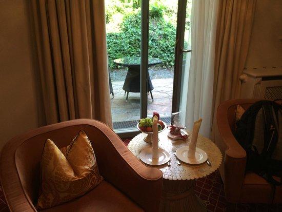 Hotel Schloss Mönchstein: Sitting area and terasse