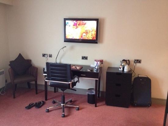 Greswolde Arms Hotel: bedroom TV