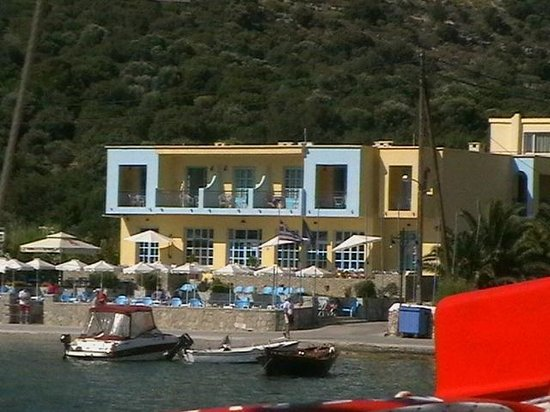 Pedi Beach Hotel : View of the hotel from the bay