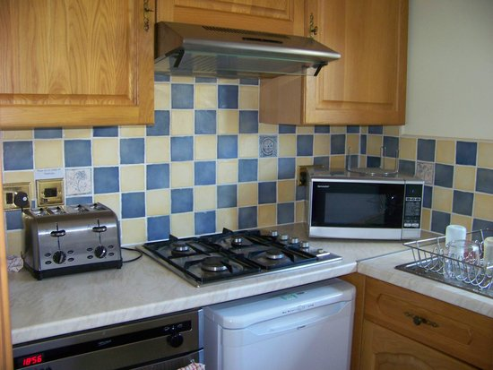 Colwell Bay Holiday Cottages: Kitchen