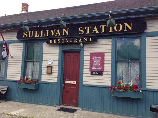Sullivan Station Restaurant: Outside best part