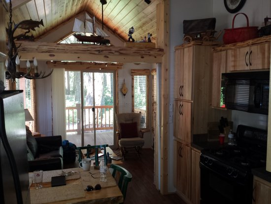 Lake of the Woods Resort: Downstairs