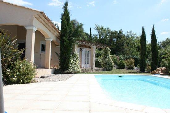 Residence Domaine de Camiole: Villa & pool