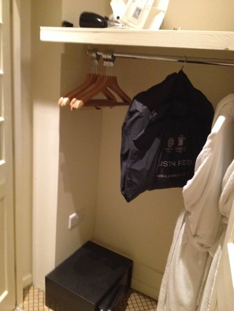 The White Horse Hotel and Brasserie: Good size closet