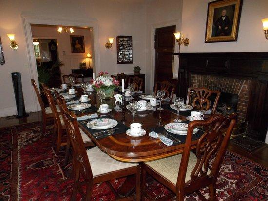1900 Inn on Montford: Dining room where we met for breakfast at 9:00am
