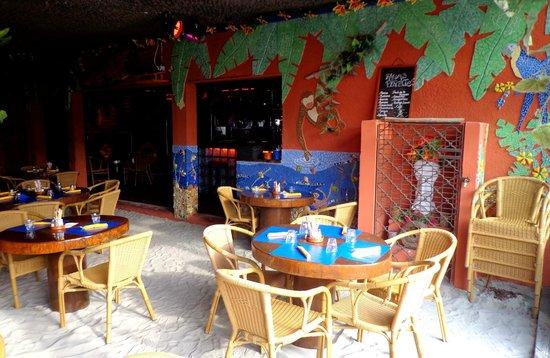 Corto Bar Restaurant: Salle pieds dans le sable
