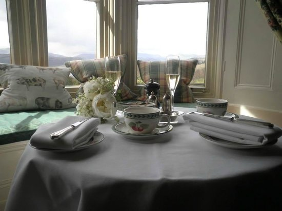 Holbeck Ghyll Country House: Afternoon tea in the lounge