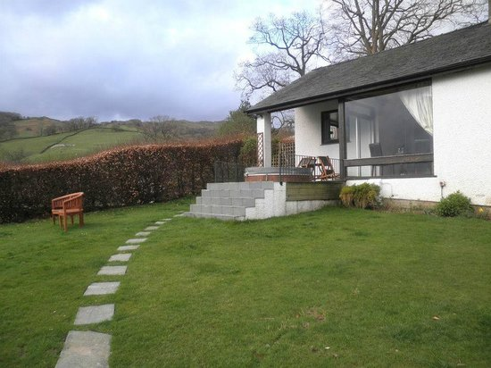 Holbeck Ghyll Country House: Ghyllside Cottage with hot tub