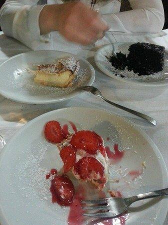 Hippopotamus : pastiera, torta al cioccolato e crostata alle fragole