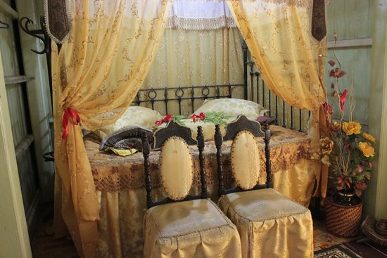 Villa Sentosa (Malay Living Museum) : Wedding bed
