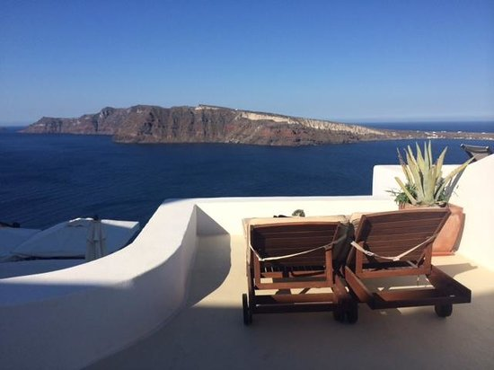 Fanari Villas : private sunbeds and view from semi-private balcony