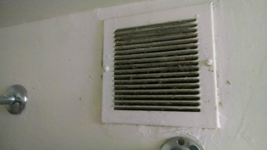 Bragg Towers: the vent in bathroom