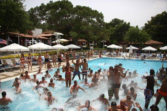 Club Med Kemer: la pool party