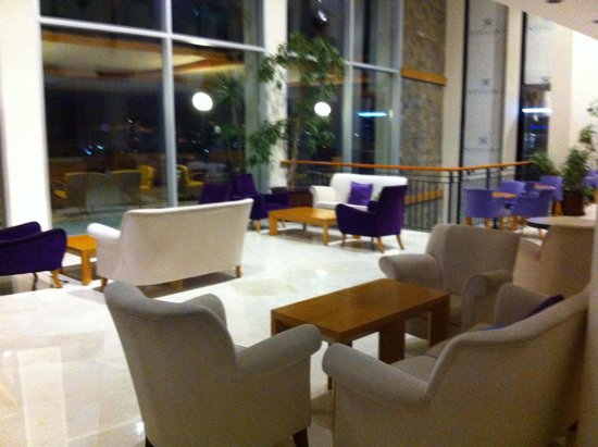 Kefaluka Resort: Lobby bar inside area