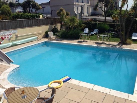 Riviera Lodge Hotel Torquay: outdoor pool and spa area