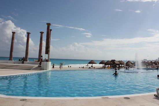 Krystal Cancun : территория отеля.