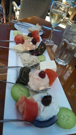 Athena Greek Restaurant : Combo platter, mire than enough for 2 to share