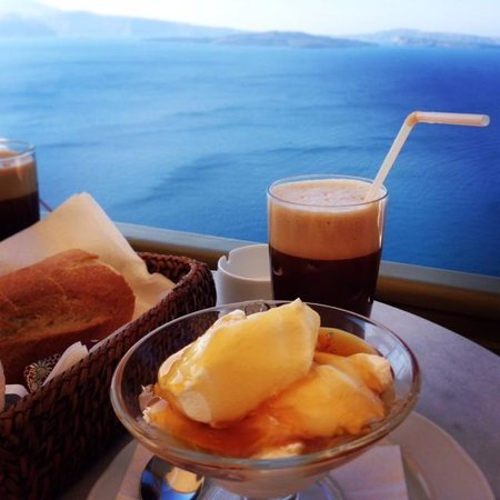 Melenio Cafe: Breakfast with a view!