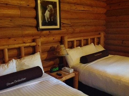 Togwotee Mountain Lodge: Cozy bedroom. Comfy beds