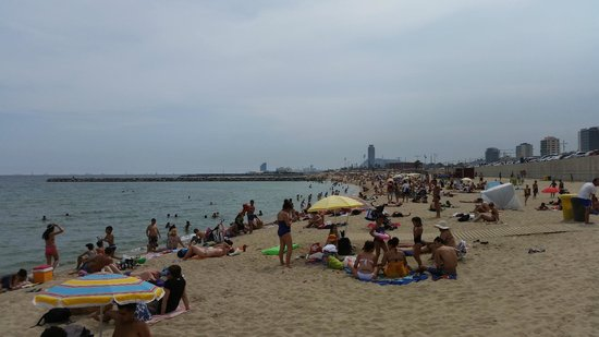 Hilton Diagonal Mar Barcelona: A view from the beach which was 3-4 minute walk from the hotel