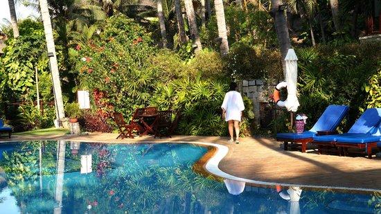Bamboo Village Beach Resort & Spa : У бассейна