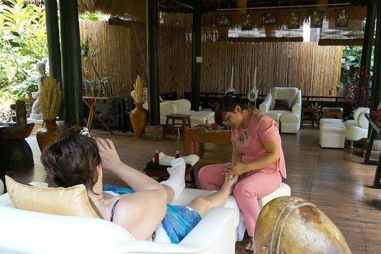 Bamboo Village Beach Resort & Spa: Массаж ног