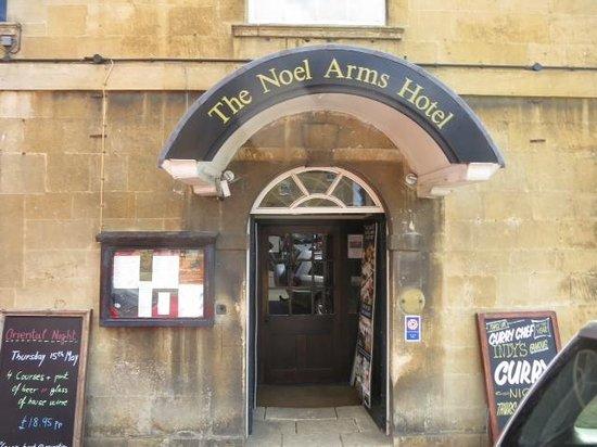 Noel Arms Hotel: Hotel entrance