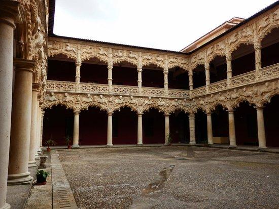 Palacio del Infantado, внутренний дворик