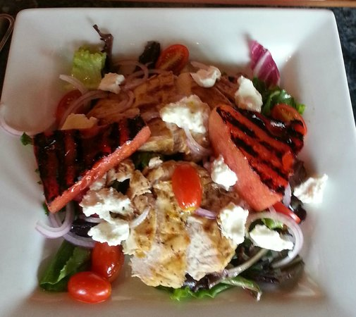 Tommy's Italian Restaurant: Chicken & Watermelon Salad