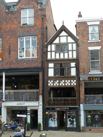 Chester Civil War Tours: Real Tudor not Victorian Mock!