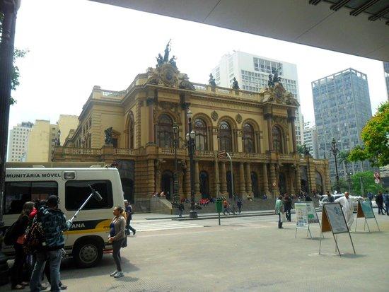 Theatro Municipal De São Paulo: fachada prinicipal do teatro