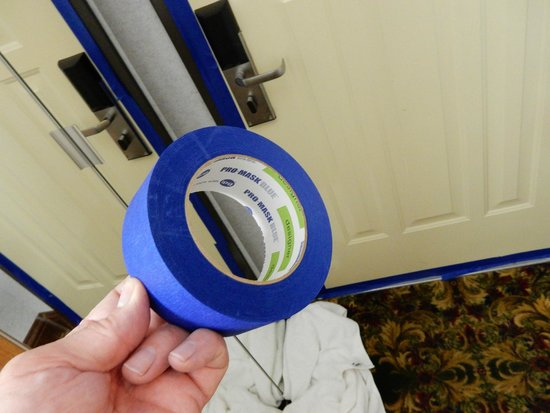 Best Western Plus Dockside Waterfront Inn: The Painters tape given to us to seal the door with