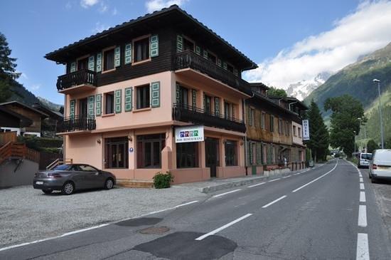 Hotel La Chaumiere: the hotel