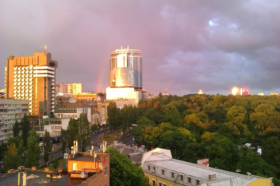 ibis Kiev City Center : View from our 11th floor room, looking down Taras Shevchnko