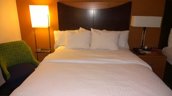 Fairfield Inn & Suites Weatherford: Bed