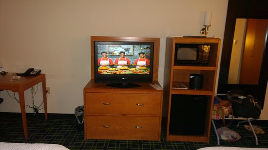 Fairfield Inn & Suites Weatherford: TV, Frige & Desk