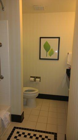 Fairfield Inn & Suites Weatherford: Bathroom