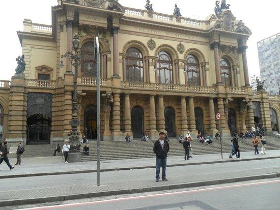 Theatro Municipal De São Paulo: vista da frente do teatro