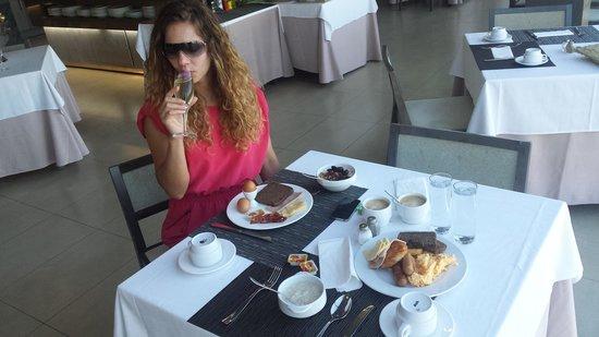Hotel  Arenas del Mar: ania champagne breaky