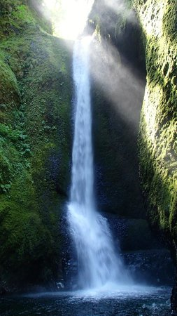 Cascade Locks, ออริกอน: the waterfall at the end