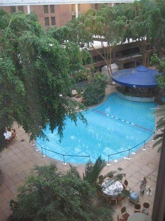 Sheraton Skyline Hotel London Heathrow: View to The Lovely Pool