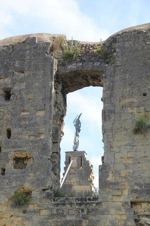 Hotel Walram : ruine Valenburg