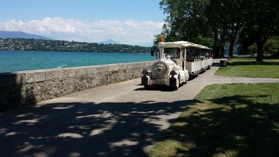 Lac Léman (Lac de Genève) : Cute tourist train