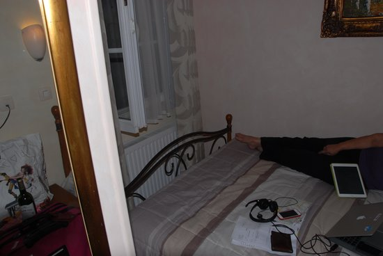 Pratic Hotel : to get out of bed need to climb over partner