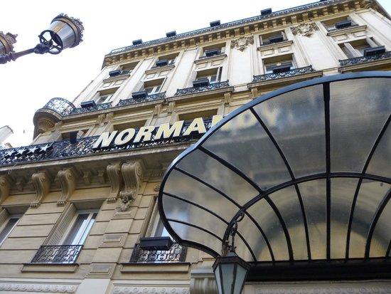 Normandy Hotel: Visão da frente do hotel