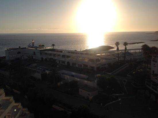 Be Live Experience La Niña: sunset over la gomera