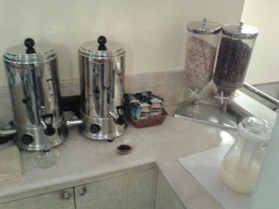 Hotel Dolomiti: piano thè, caffè e succo di arancia per la collazione